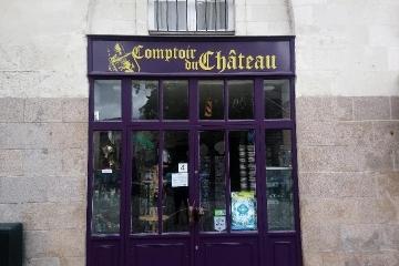 Enseigne-avec-impression-numérique-UV-plastification-brillante-Le-Comptoir-du-chateau-Nantes