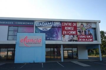 Enseigne lumineuse avec habillage vitre en impression numérique plastifiée - Tadam Escape - Carquefou 44