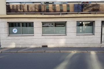 habillage de vitres en dépoli sablé cabinet kinésithérapie Nantes